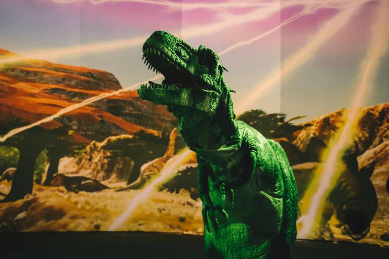 Na visita, as crianças poderão saber como os dinossauros viviam durante o período Jurássico