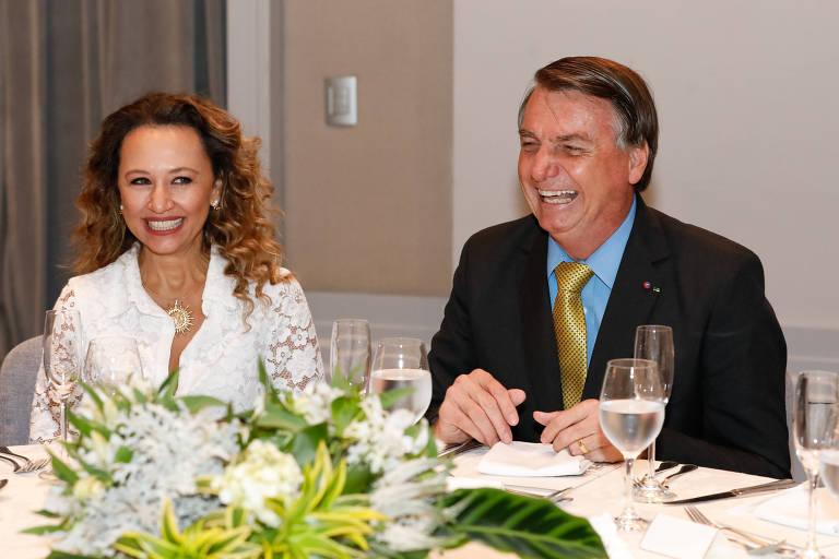 O presidente Jair Bolsonaro ao lado de Karim Miskulin, presidente do Grupo Voto, anfitriã do almoço