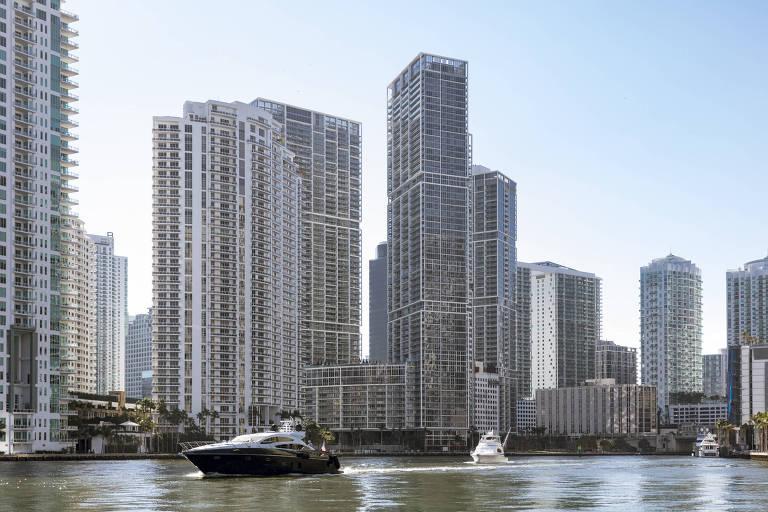 Condomínios de alto padrão no distrito de Brickell, em Miami