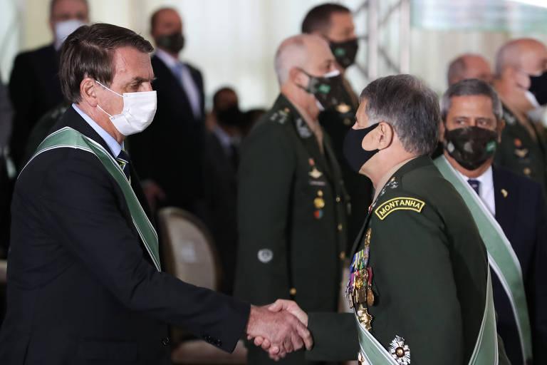 O presidente Jair Bolsonaro com o ex-comandante do Exército general Edson Leal Pujol