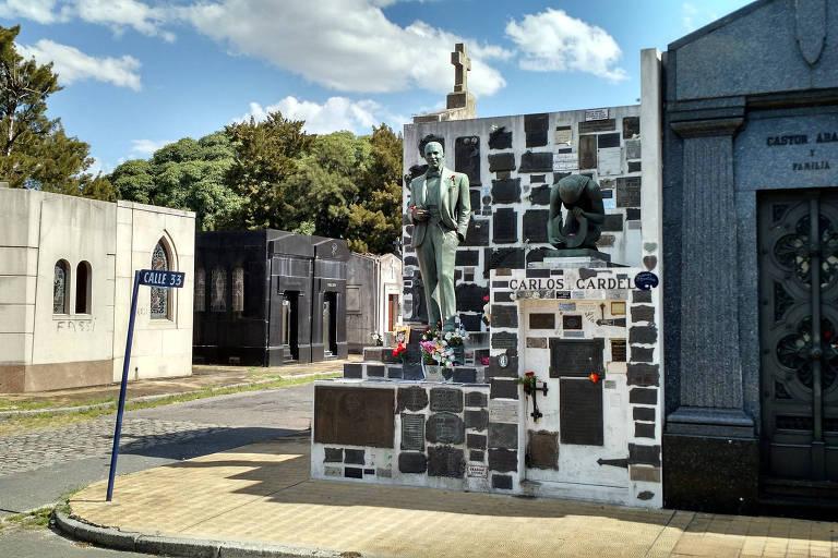 Cemitério construído em Buenos Aires devido à febre amarela volta a lotar com Covid