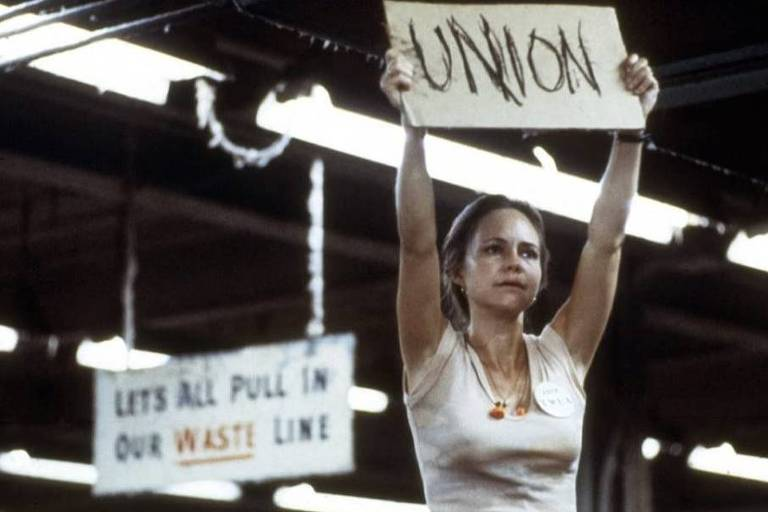 """A atriz Sally Field em cena de """"Norma Rae"""""""