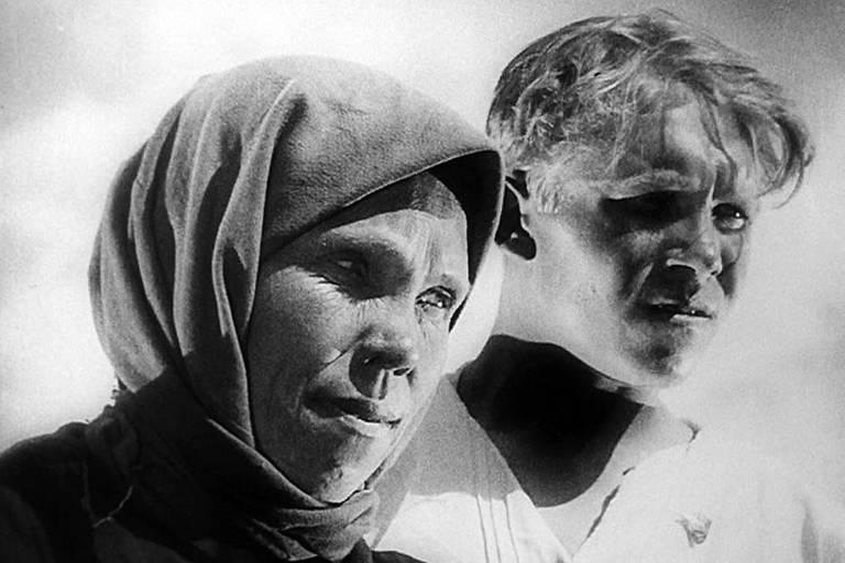 """Cena do filme """"Velho e Novo"""", de Sergei Eisenstein"""