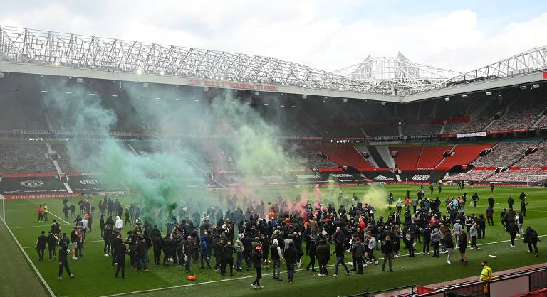 Torcedores do Manchester United protestam contra donos do clube