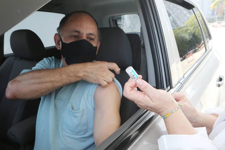 Santo André vacina pessoas entre 60 e 62 anos contra a Covid