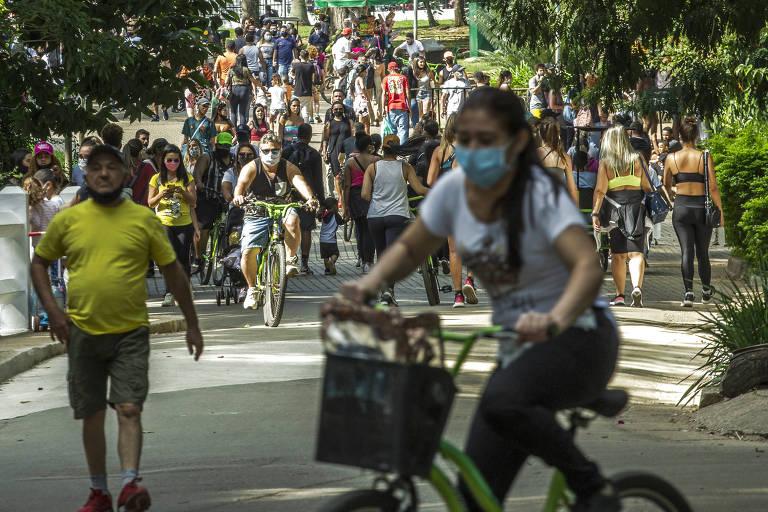 Movimentação no parque Ibirapuera, zona sul da capital paulista, na tarde deste domingo