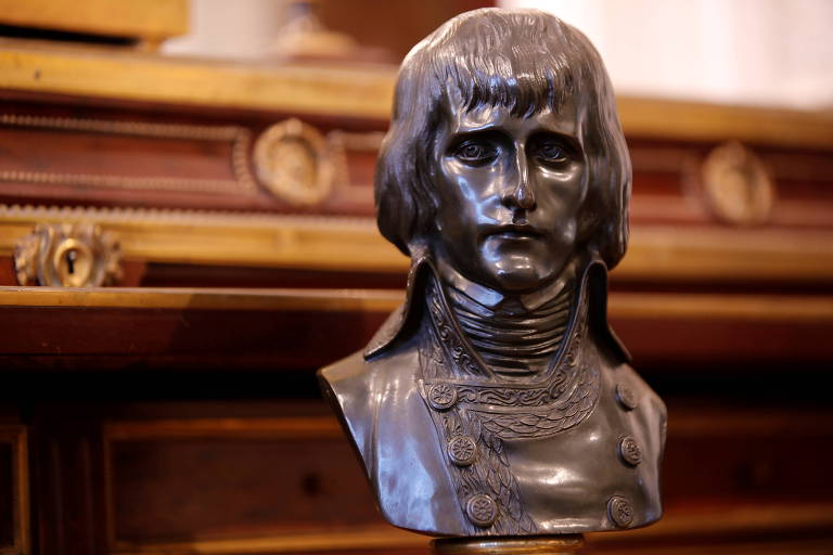 Celebração de Napoleão acontece em momento de incertezas na França