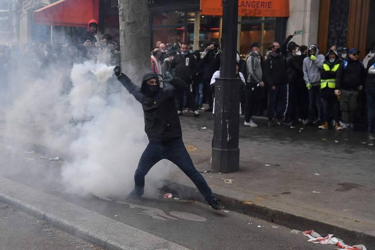 Polícia de Paris detém 46 manifestantes em protesto no Dia do Trabalho