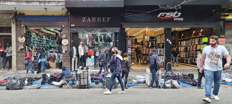 Após dois meses de queda, comércio paulista abre 21 mil vagas formais em maio
