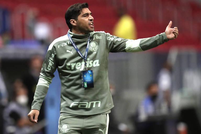 Técnico Abel Ferreira durante partida contra o Defensa y Justicia na decisão da Recopa Sul-Americana, em Brasília