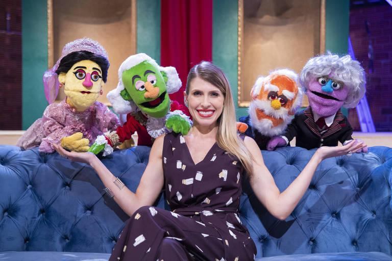Alguns dos bonecos amigos que apresentam o programa com Juliana D'Agostini