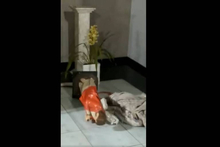 Imagem religiosa destruída em igreja de Osasco
