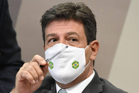 Handout picture released by the Brazilian Senate showing former Brazilian Health Minister Luiz Henrique Mandetta speaking during a session of the Parliamentary Inquiry Commission that will investigate the government's handling of the coronavirus pandemic in Brasilia on May 4, 2021. (Photo by JEFFERSON RUDY / AGENCIA SENADO / AFP) / RESTRICTED TO EDITORIAL USE - MANDATORY CREDIT