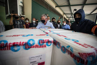 Chegada da vacina Pfizer, no centro de armazenamento, em São Paulo (SP)