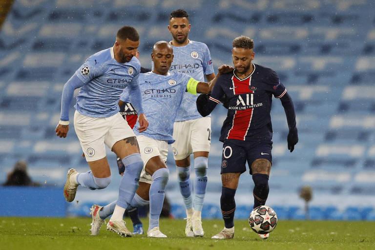 Neymar foi bem marcado pelos defensores do City nesta terça, em Manchester