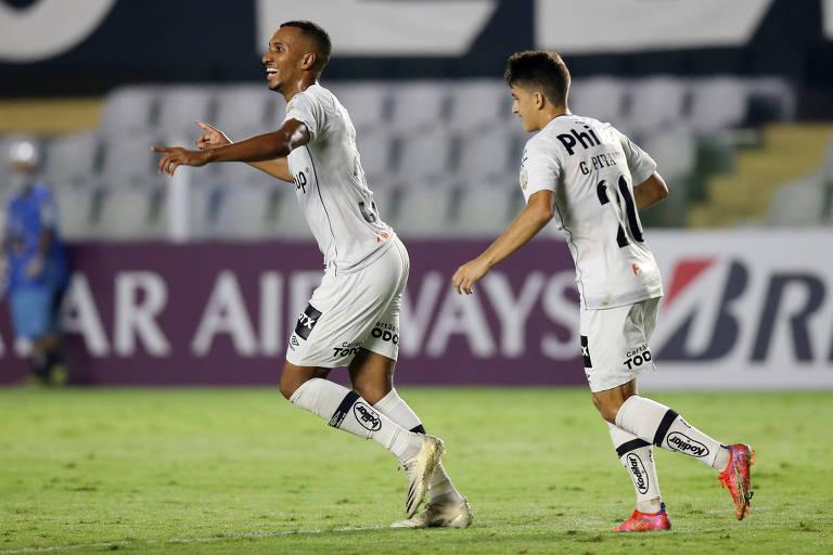 Lucas Braga (à esq.) comemora o quarto gol santista na goleada sobre o The Strongest (BOL), pela Libertadores