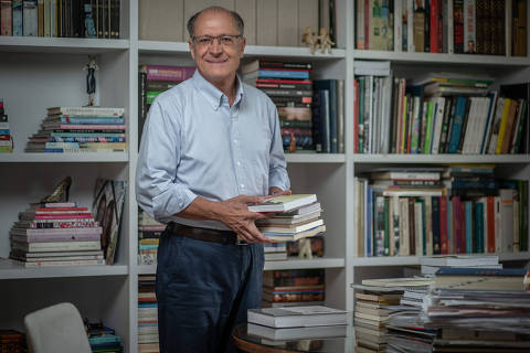 Alckmin avisa a aliados que deixará o PSDB