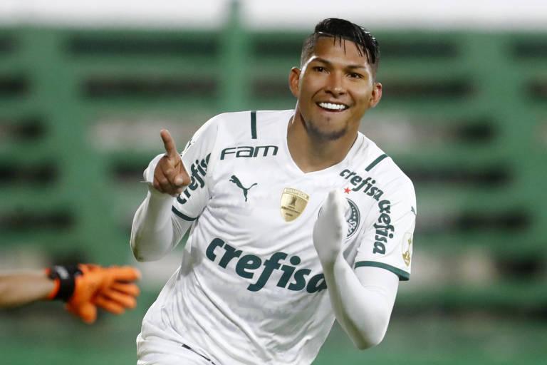 Rony comemora gol do Palmeiras contra o Defensa y Justicia pela Libertadores