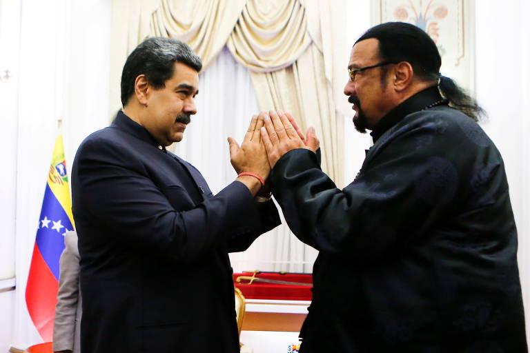 Nicolás Maduro (à esq.) com o ator Steven Seagal