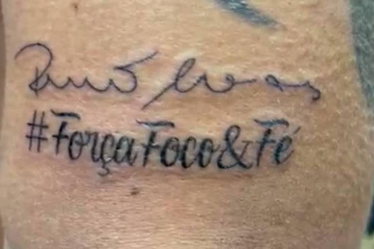 Presidente do diretório municipal do PSDB tatua assinatura e bordão de Bruno Covas no braço
