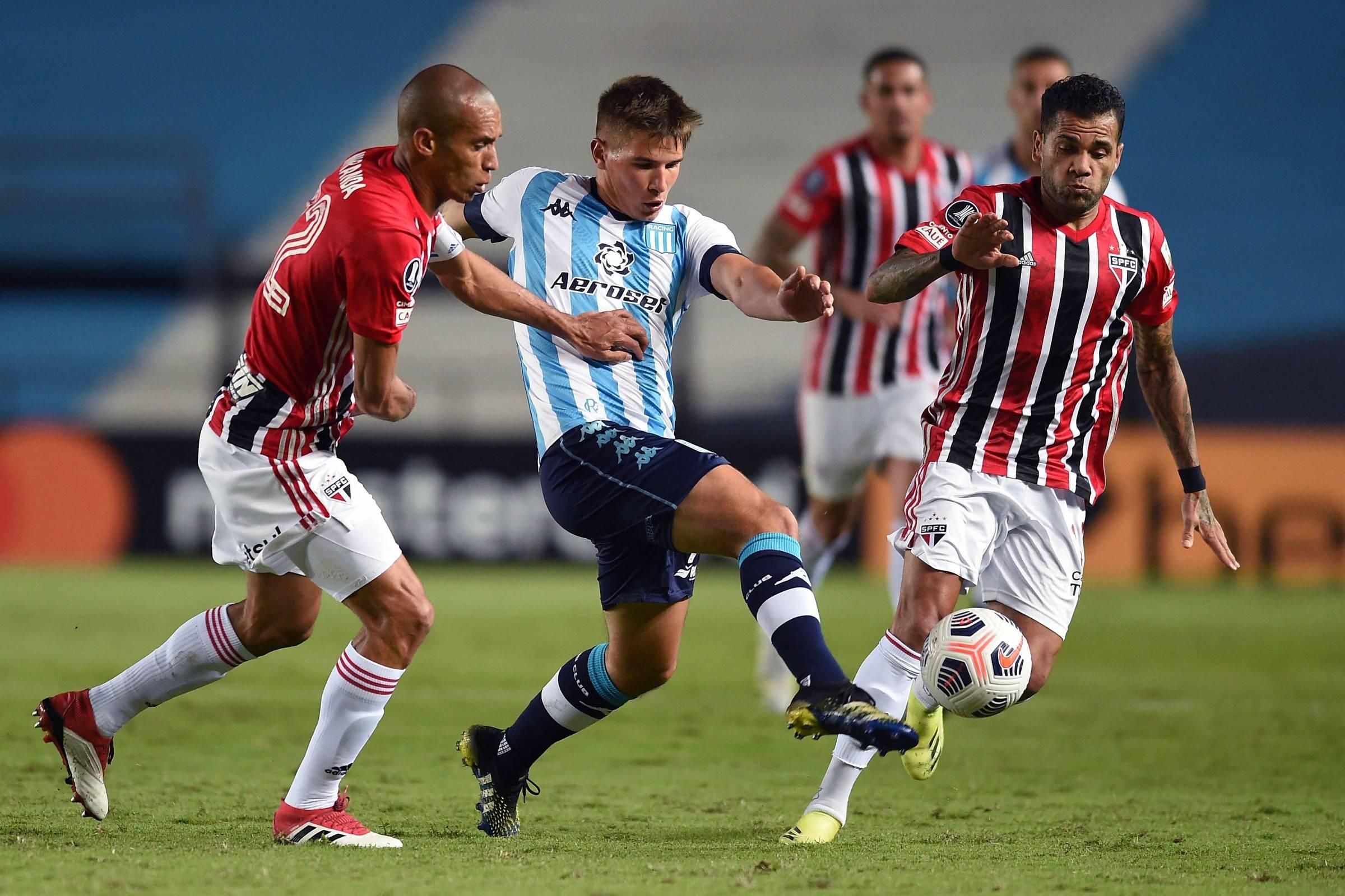 Com um a menos, São Paulo segura o Racing e segue líder na Libertadores