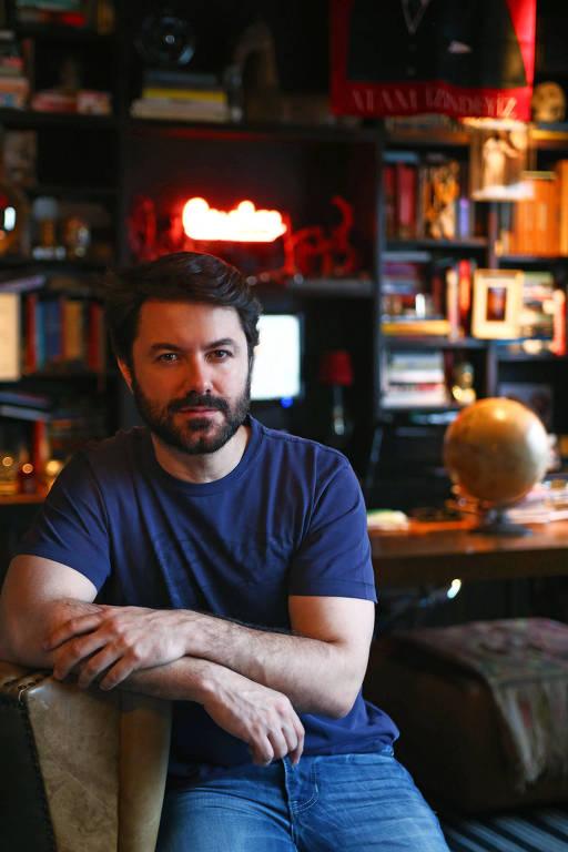 O artista Gustavo Von Ha, que assume a identidade do MAC USP nas redes sociais