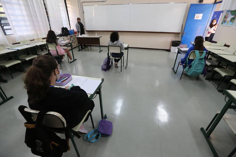 Baixo índice de contaminação entre alunos faz SP determinar volta às aulas presenciais em agosto