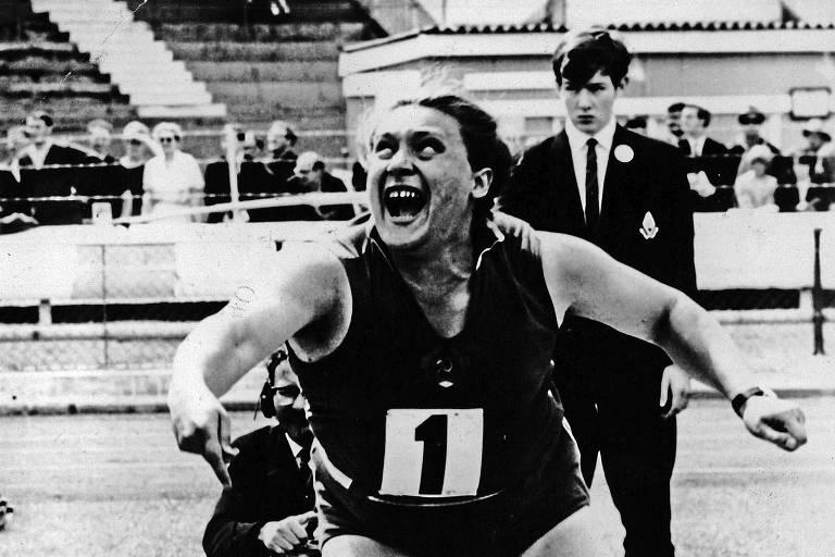 A atleta soviética Tamara Press durante campeonato de atletismo em Londres