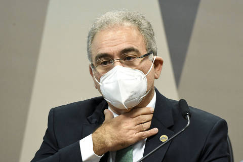 Ministro dribla perguntas sobre atuação de Bolsonaro na pandemia e irrita comando da CPI