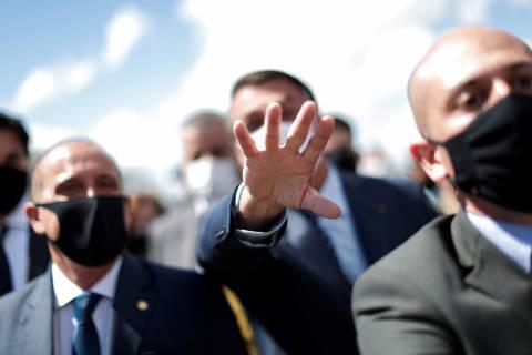 Bolsonaro mente de novo sobre remédio ineficaz e manda ministros gravarem vídeos pró-cloroquina