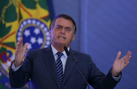 Bolsonaro diz que idiotas ficam em casa e é criticado por empresários que pediram reabertura