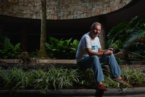 SÃO PAULO / SÃO PAULO / BRASIL -28 /04/15 -16 :00h -   Retrato Aleksandar Mandic, Pioneiro da Internet no Brasil, em sua casa no bairro do Morumbi. ( Foto: Karime Xavier / Folhapress) . ***EXCLUSIVO***ESPECIAIS