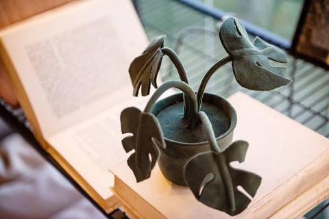Plantas decorativas de tecido da artista Vanessa Lazzari