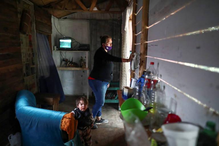 Aida Mariela Unayche, 43, em barraco em Manzanares, nas franjas de Buenos Aires