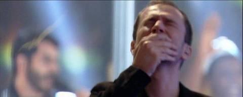 Tiago Leifert chora na final do BBB 21, em registro feito pelo diretor Boninho