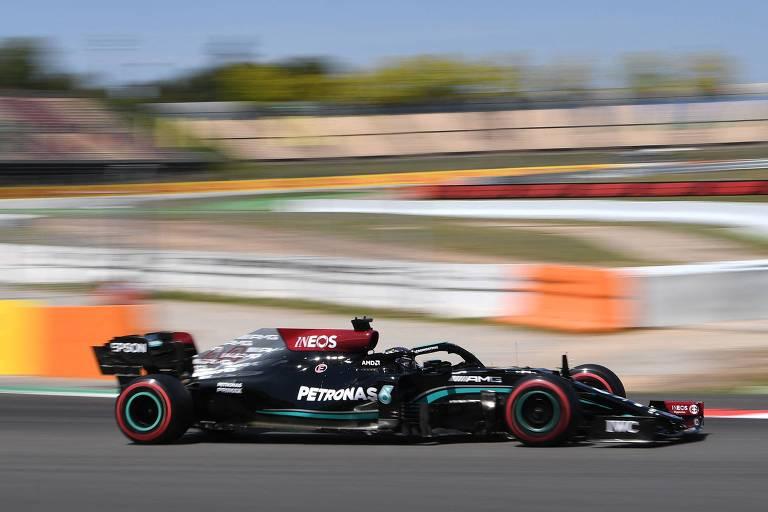 Lewis Hamilton, da Mercedes, durante treino classificatório para o GP da Espanha