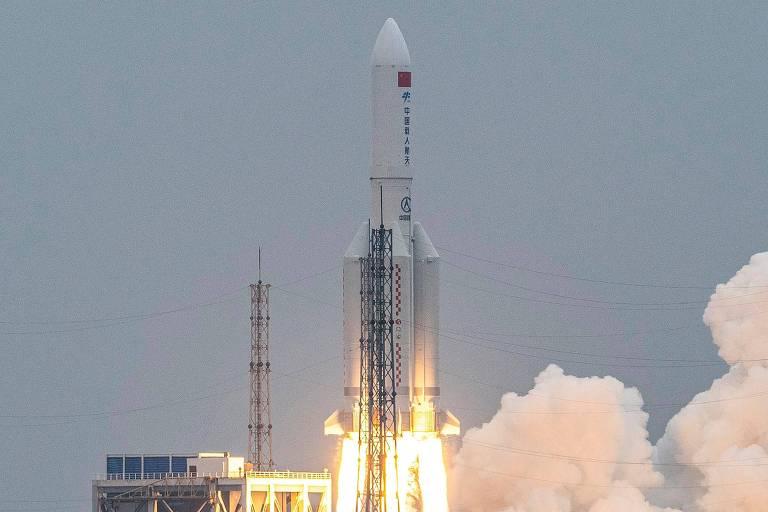 Lançamento do foguete Longa Marcha 5B em 29 de abril no Centro de Lançamento Espacial Wenchang, na província de Hainan, no sul da China