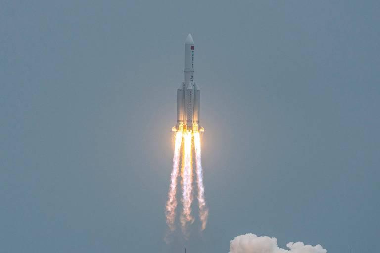 Lançamento do foguete Marcha Longa 5-B em 29 de abril, no Centro de Lançamento Espacial Wenchang, na província de Hainan, no sul da China
