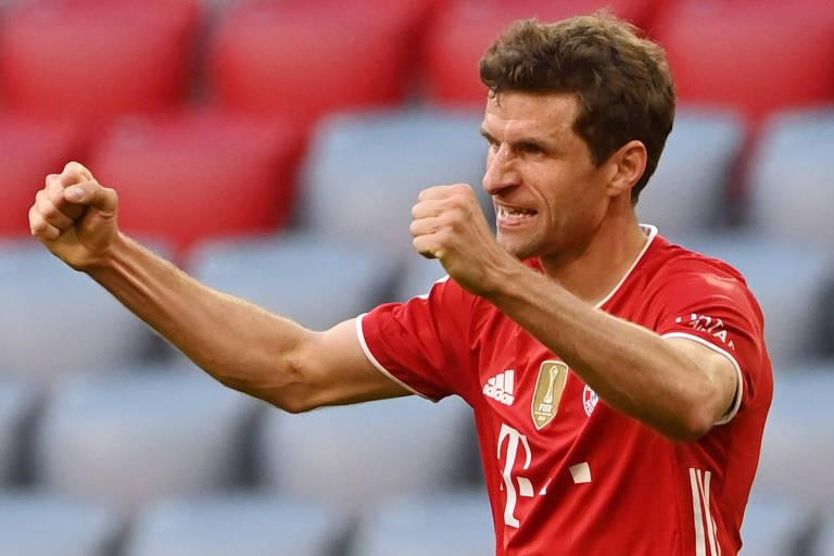 Thomas Muller, do Bayern, comemora gol contra o Borussia Moenchengladbach