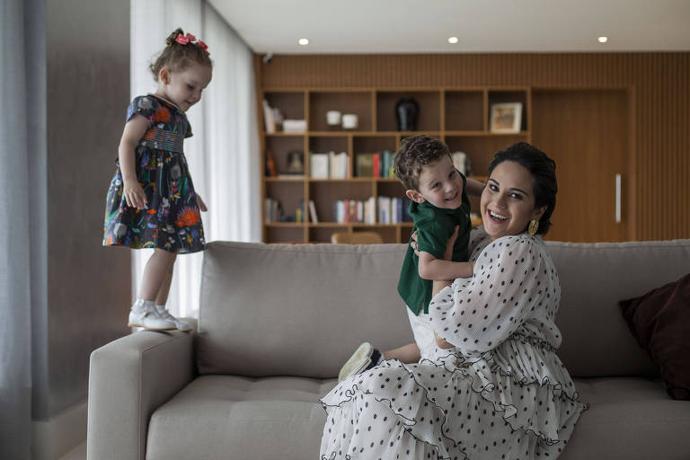 Tudo bem filho interromper reunião, diz executiva do UBS após vencer doença rara e meses longe de gêmeos