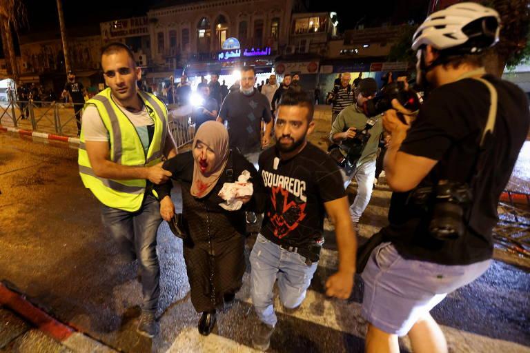 Confrontos entre palestinos e policiais israelenses em Jerusalém