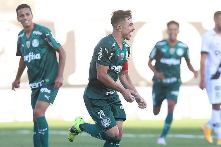 Willian, do Palmeiras, comemora gol contra a Ponte Preta, neste domingo (9), pelo Paulista