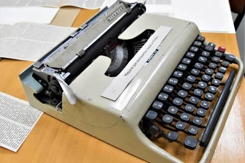 O acervo de Josué guarda a máquina de escrever que ele levou à Rússia; ele foi um dos primeiros jornalistas brasileiros a entrar na URSS e na China, nos anos 1950
