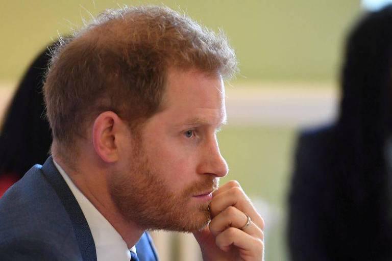 Realeza promete reação forte em caso de declarações polêmicas de Harry em biografia