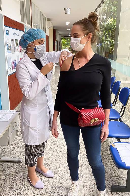 Parte 2 - Veja quem são os famosos que já tomaram a vacina contra a Covid-19