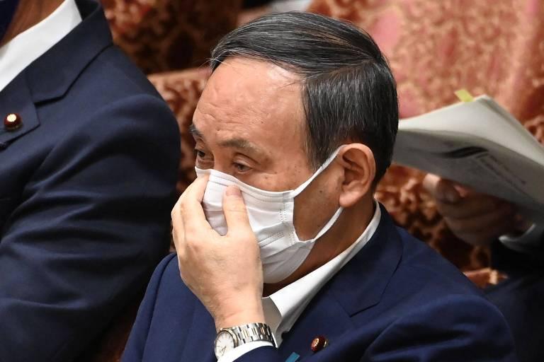 Yoshihide Suga em sessão do Parlamento do Japão