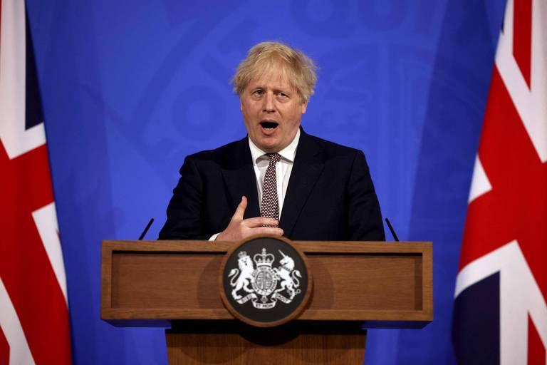 Abraços estão liberados, diz Boris, ao anunciar novo relaxamento