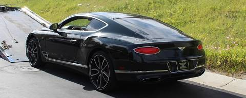 EUA prendem homem que usou verba de auxílio a empresas na pandemia para comprar um Lamborghini, uma Ferrari e um Bentley