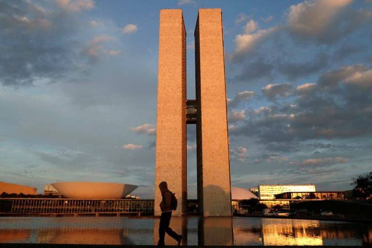 Partidos de oposição pedem que Lira e Pacheco declarem luto de sete dias pelas 500 mil mortes de Covid-19