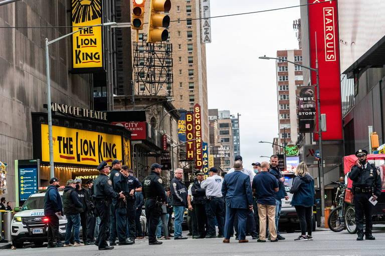 Times Square é fechada após briga resultar em tiros e ferir três pessoas no sábado (8)
